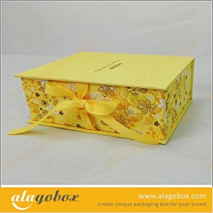 clothes packaging with ribbon