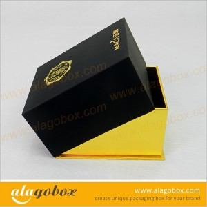 top and bottom box with golden paper base