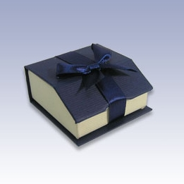 stud earring gift box with ribbon
