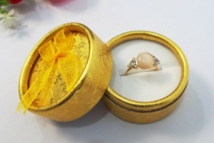 cylindrical box for ring or earring