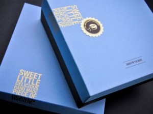 blue and brown cookie box
