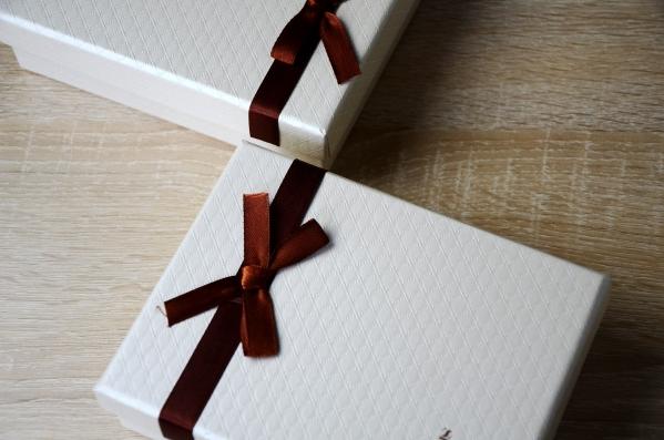 12 chocolates box