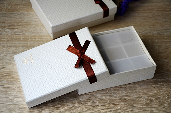 top and bottom box for 12 chocolates