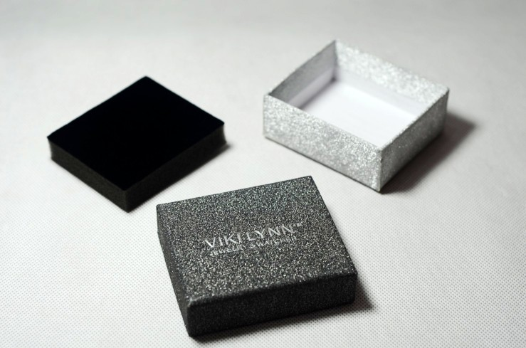 black shinning jewelry boxes