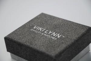 metallic shining black & white box