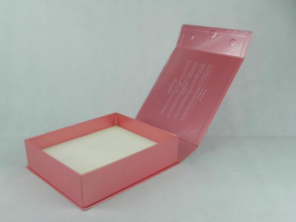 beauty box with adjustable foam